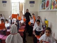 اهدای بسته های دانش آموزی در مدارس
