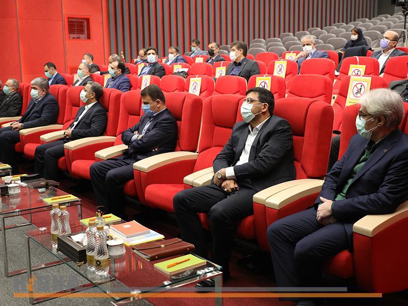 جلسه هم اندیشی مدیر عامل، معاونان مدیرعامل و مدیران شعب منطقه غرب کشور(گزارش تصویری)